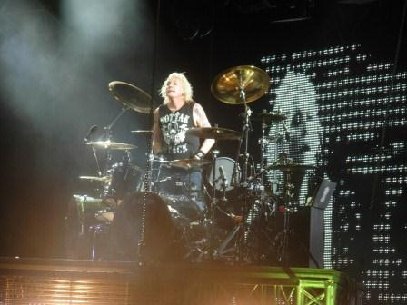 Scorpions drummer James Kottak: Attacking.